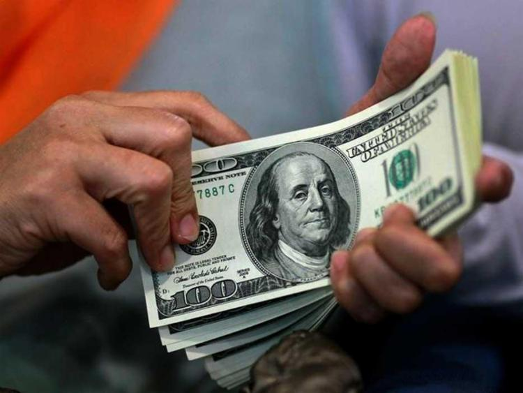 Dólar - Foto: Beawiharta | Reuters