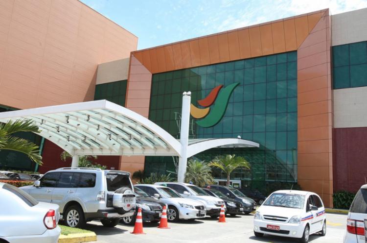 O Salvador Shopping estava fechado quando bandidos conseguiram render funcionários - Foto: Vaner Casaes | Ag. A TARDE
