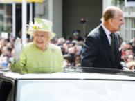 Radiante, a rainha fez um longo passeio perto do castelo de Windsor, sua residência no oeste de Londres - Foto: Agência Reuters