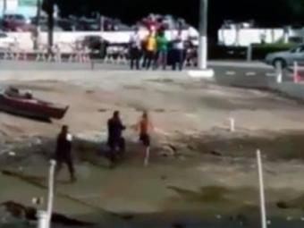 Homem corre durante abordagem e é baleado - Foto: Reprodução