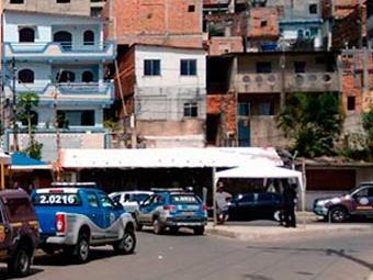 Polícia Militar fazia ronda no Dique do Cabrito quando foi surpreendida pelos suspeitos - Foto: Edílson Lima   Ag. A TARDE