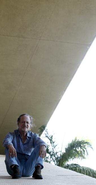 O cantor Alceu Valença escreveu o roteiro e dirigiu