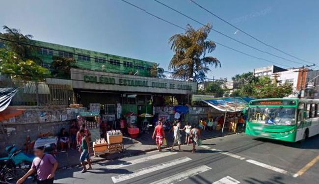 Crime ocorreu em frente ao Colégio Estadual Duque de Caxias - Foto: Reprodução   Google Street View