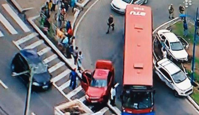 Acidente complicou trânsito na avenida Vasco da Gama, sentido Estação da Lapa - Foto: Reprodução   TV REcord