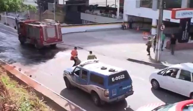 Acidente aconteceu nas imediações da Unifacs e Área 1, na avenida Paralela - Foto: Reprodução | TV Bahia
