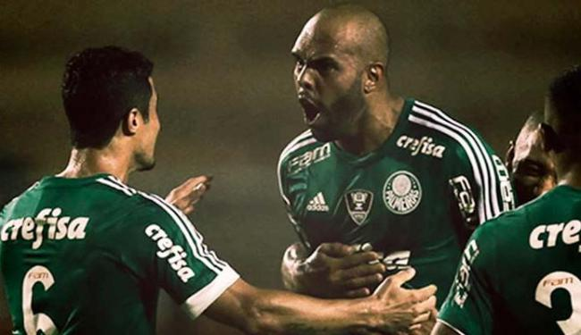 Alecsandro abriu o marcador e comemora com os companheiros - Foto: Palmeiras   Divulgação