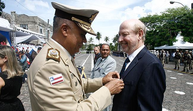 Honraria foi entregue pelo comte.-geral, cel. Anselmo Brandão - Foto: Luciano da Matta l Ag. A TARDE