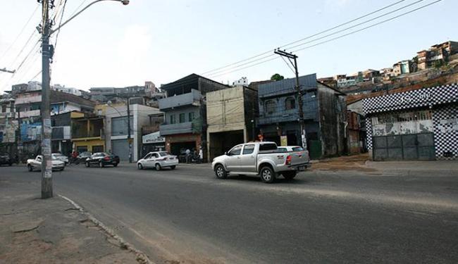 Nesse trecho da Avenida San Martin os bandidos desceram do ônibus - Foto: Margarida Neide | Ag. A TARDE