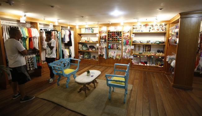 Os acessórios de Candida Specht e os azulejos da Person estão entre os produtos mais vendidos - Foto: Lúcio Távora   Ag. A TARDE
