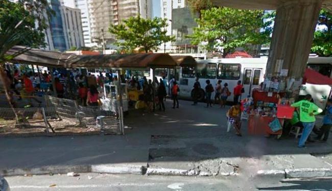 Assalto aconteceu na avenida Tancredo Neves, por volta das 23h de sexta-feira - Foto: Reprodução | Google Street View