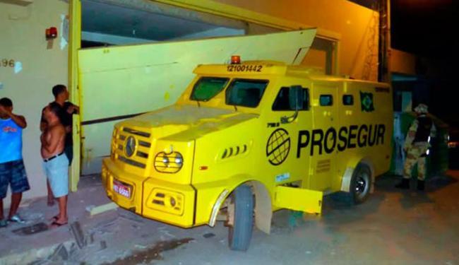 Bandidos tiveram acesso ao interior da empresa ao explodir um imóvel vizinho - Foto: Reprodução   Blog do Sigi Vilares