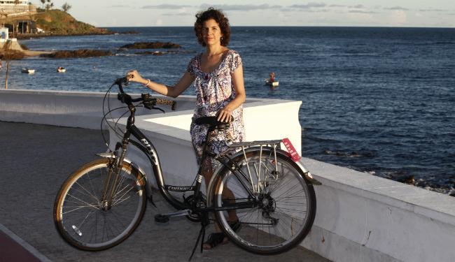 A publicitária e cicloativista Érica Telles participou no mês passado do Fórum Mundial de Bicicletas - Foto: Lúcio Távora   Ag. A TARDE
