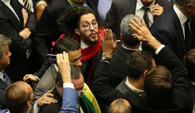 Deputado baiano Jean Wyllys cuspiu em Bolsonaro - Foto: Diego Vara | Agência RBS | Estadão Conteúdo