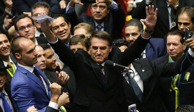 No domingo, quando proferiu seu voto na Câmara, Bolsonaro exaltou o coronel Brilhante Ustra - Foto: Marcelo Camargo l Agência Brasil