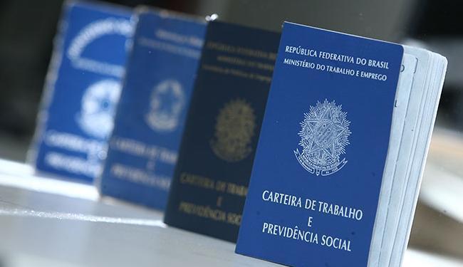 Cerca de 253,4 mil empregos com carteira de trabalho assinada devem ser cortados no ano, segundo CNC - Foto: Raul Spinassé | Ag. A TARDE