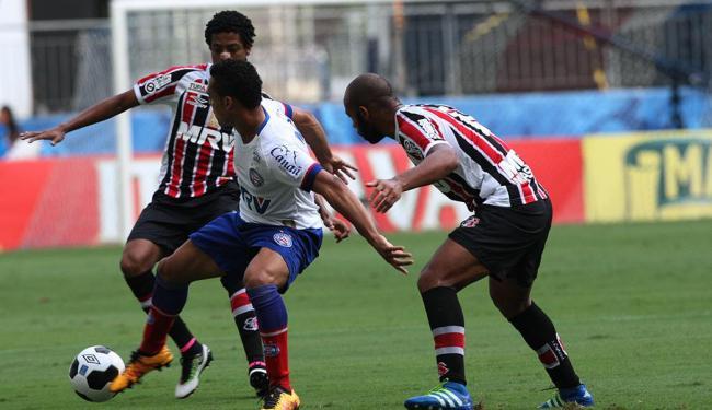 Marcação cerrada em cima do jogador do Bahia - Foto: Margarida Neide | Ag. A TARDE