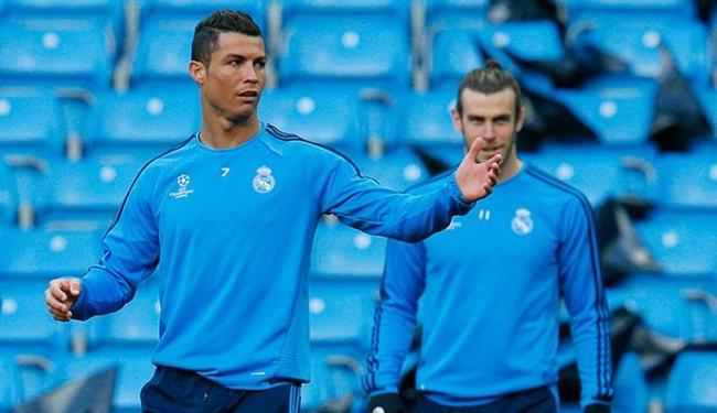 Cristiano Ronaldo (E) deve voltar ao time titular - Foto: Jason Cairnduff l Reuters