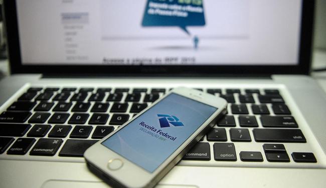 Declaração do imposto pode ser feita pelo celular - Foto: Eduardo Valente l Folhapress
