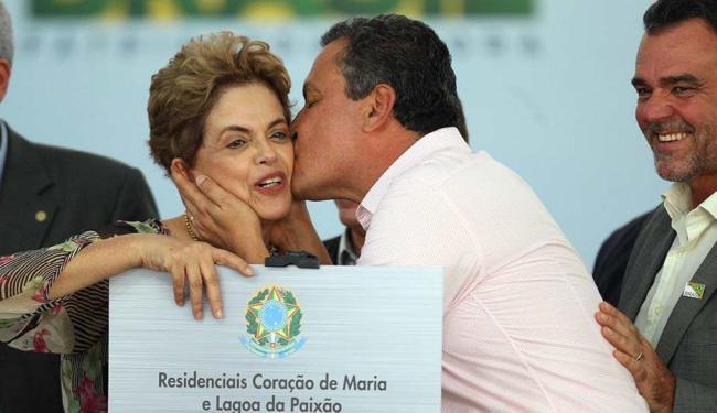 Dilma Rousseff é beijada pelo governador Rui Costa - Foto: Lúcio Távora | Ag. A TARDE