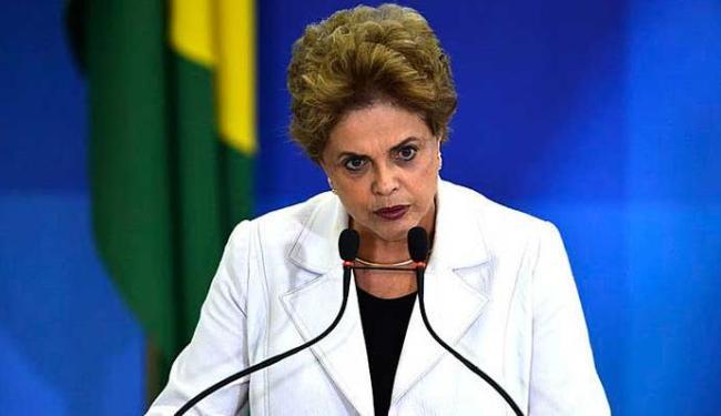 A presidenta discursou para uma plateia formada por professores e estudantes - Foto: José Cruz   Agência Brasil