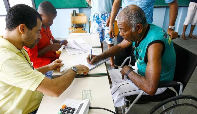 Portadores de deficiência podem ir para seção especial - Foto: Haroldo Abrantes | Ag. A TARDE | Arquivo
