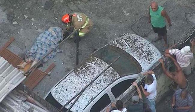 Bombeiros do quartel de Irajá atuam no local, com apoio de ambulâncias - Foto: Reprodução | TV Globo