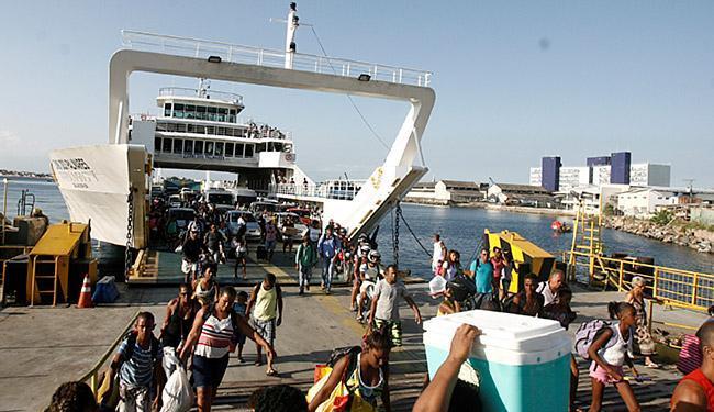 Tarifa de ferryboat para pedestres passará de R$4,30 para R$4,80, nos dias úteis - Foto: Adilton Venegeroles l Ag. A TARDE