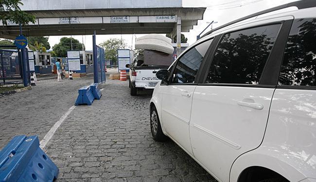 Fila de carros no sistema ferryboat chegava à Calçada no início da tarde desta quarta-feira, 20 - Foto: Mila Cordeiro l Ag. A TARDE