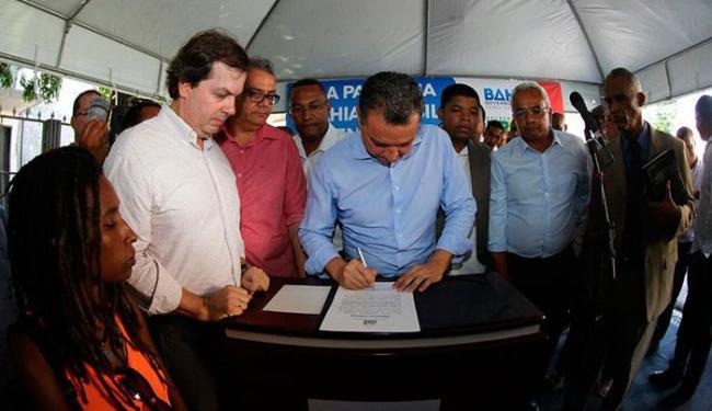 Governador assina ordem de serviço - Foto: Manu Dias   GOV BA