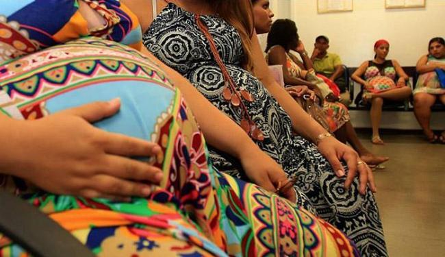 Grávidas que tiveram zika fazem acompanhamento da gestação na Maternidade Climério de Oliveira - Foto: Joá Souza l Ag. A TARDE l 30.11.2015