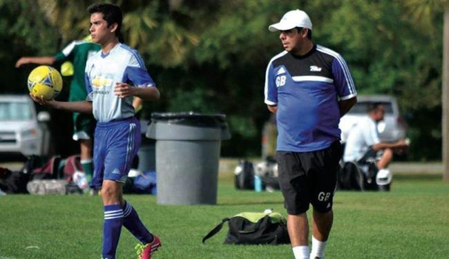 Gustavo é o treinador das equipes masculinas do sub-12 e sub-18 - Foto: Divulgação