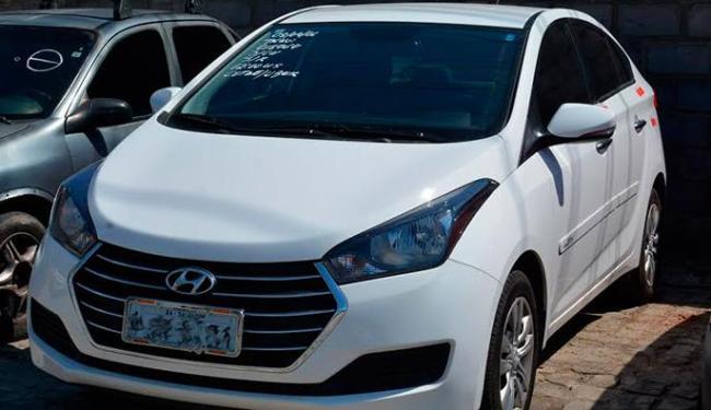 O primeiro carro, de modelo Hyundai HB20 sedã, foi apreendido na região do Dique do Tororó - Foto: Divulgação   Agecom