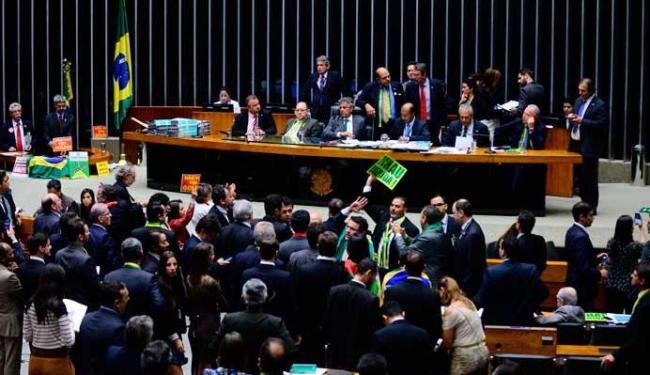 Deputados citaram Deus 59 vezes durante votação do impeachment - Foto: Nilson Bastian | Agência Câmara