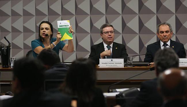 Advogada falou na Comissão do Impeachment durante uma hora - Foto: Fabio Rodrigues Pozzebom l Agência Brasil