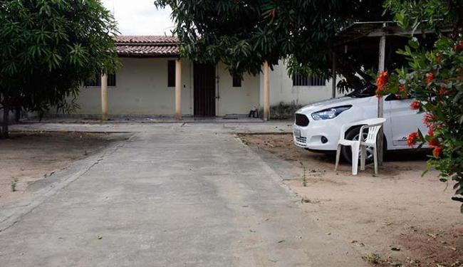José Agnaldo foi assassinado em casa. O Fiesta branco dele foi recuperado pela polícia - Foto: Luiz Tito   Ag. A TARDE
