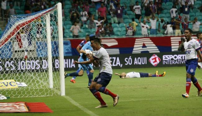 Juninho comemora gol de empate do Tricolor - Foto: Margarida Neide | Ag. A TARDE