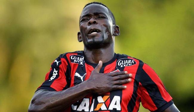 Kanu só poderia atuar com a camisa rubro-negra a partir de junho - Foto: Raul Spinassé | Ag. A Tarde | Arquivo