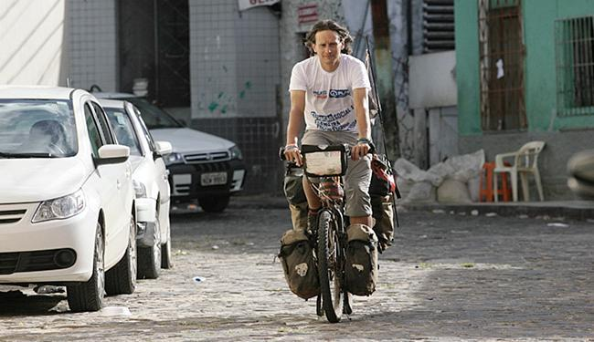 Simon já visitou outros 15 países e percorreu o sul do Brasil, até chegar à Bahia - Foto: Mila Cordeiro l Ag. A TARDE