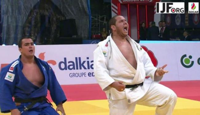 Rafael Silva (D) levou a melhor contra o outro brasileiro David Moura - Foto: CBJ   DIvulgação