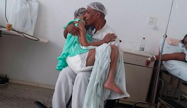 Paciente sentia dor quando maqueiro decidiu carregá-la e cantar para ela - Foto: Reprodução