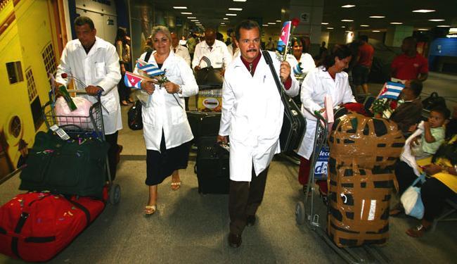 Profissionais cubanos chegaram a Salvador em agosto de 2013 - Foto: Fernando A|morim/ AG. A TARDE