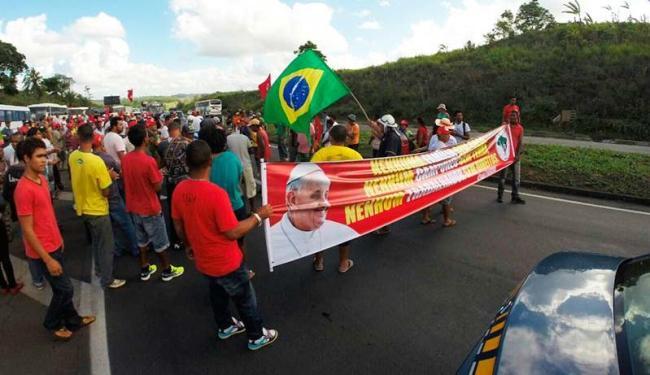 MIlitantes seguem para o Farol da Barra - Foto: Luciano da Matta | Ag. A TARDE