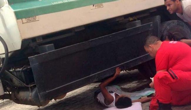 A mulher teve um ferimento grave em uma das pernas - Foto: Voz da Bahia | Sandy Santos