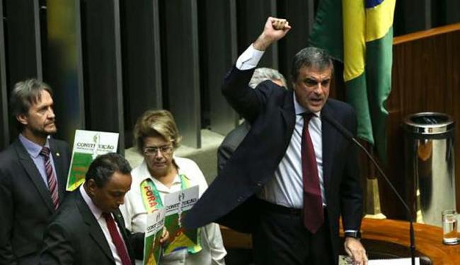 O Advogado-geral da União, José Eduardo Cardozo, fala a favor da presidenta Dilma - Foto: Marcelo Camargo | Agência Brasil