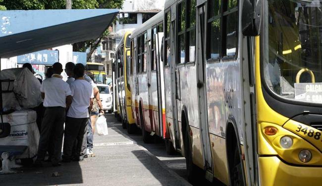 Ônibus só saem das garagens 8h nesta sexta - Foto: Edilson Lima / Ag. A Tarde