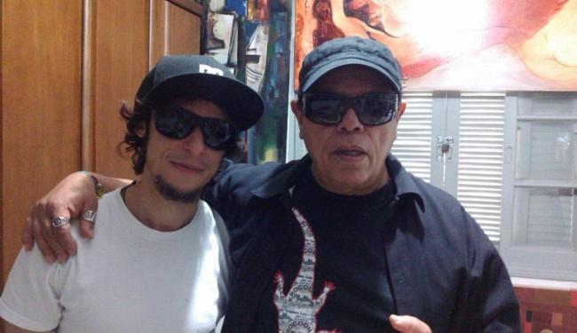 Soulman pernambucano Di Melo (E) teve o seu novo disco produzido pelo baixista e fiel escudeiro Pedr - Foto: Jô Abade | Divulgação