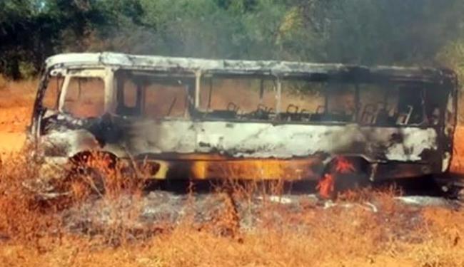 Veículo ficou completamente destruído após incêndio - Foto: Divulgação| Polícia Militar