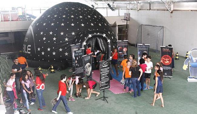 Cúpula na qual são reproduzidas imagens do espaço - Foto: Raul Spinassé l Ag. A TARDE