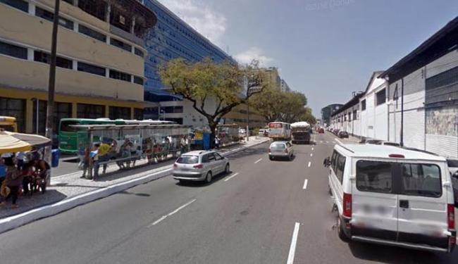 Não há informações se policial reagiu à ação dos criminosos dentro do coletivo - Foto: Reprodução   Google Street View