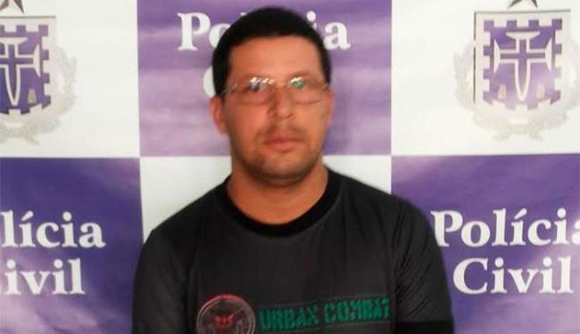 Luiz Antônio de Souza portava identidade policial falsa e um simulacro de arma de fogo - Foto: Divulgação | Polícia Cívil